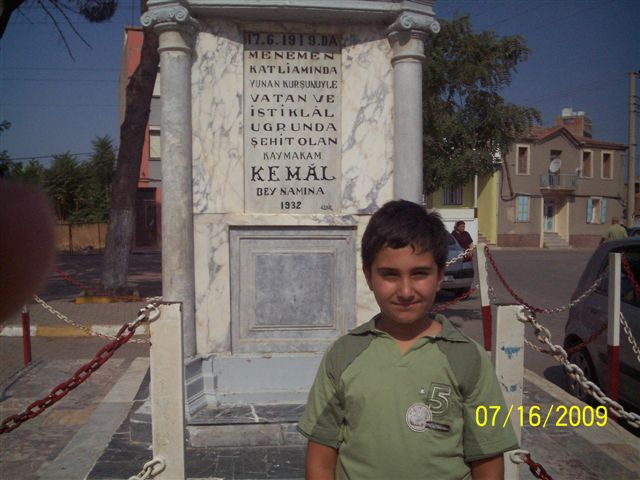 Şehit Kemal'in anıtı