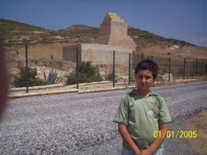 Pers komutanın anıt mezarı